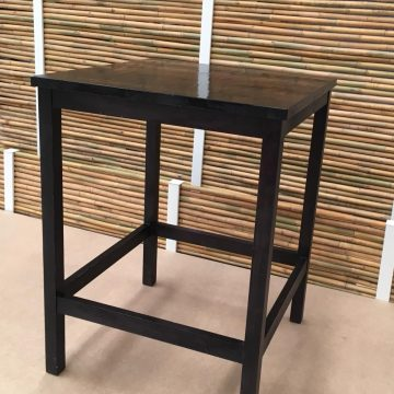 1 OUTLET – MESA ALTA PLAYERA 80 X 80 NEGRO. STOCK: 1 UNIDAD.
